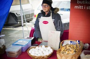 Anita Lindstein Svärd sålde bland annat ägg i sitt stånd.