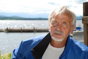 Henry Johansson vid Siljans strand i Nusnäs