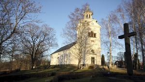 Vid midnatt är det julnattsmässa i Västanfors kyrka.