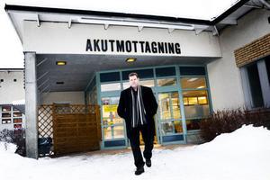 Bent Sörlins relation med Moderaternas länsordförande Magnus Sjödin och Jacomina Berteema blir allt mer ansträngd. I centrum för dispyten står bland annat Sollefteå sjukhus.