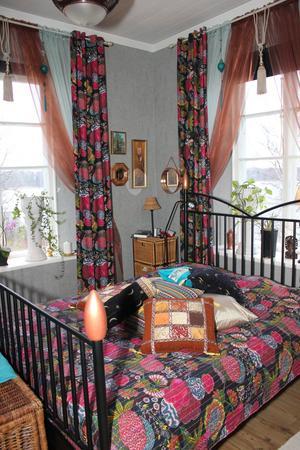 Sovrummet är inrett med orientaliska influenser.