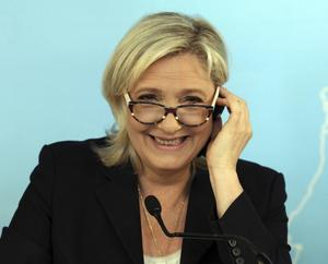 Att spela på människors rädsla för terrorism gynnar såväl terroristerna som högerextrema Nationella frontens presidentkandidat Marine Le Pen, anser kritiker. Arkivbild.   Foto: Ronald Zak/AP/TT
