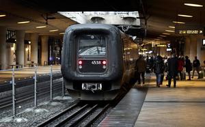 Stängslet mellan spåren på tågstationen vid Kastrups flygplats utanför Köpenhamn har byggts efter att den svenska riksdagen beslutat om att införa id-kontroller.