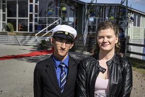 Värdparet Adam Winge och Ida Strandberg på Höghammargymnasiets studentbal.