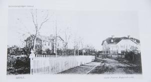 Så här såg det ut när huset var nybyggt, huset till vänster på bilden