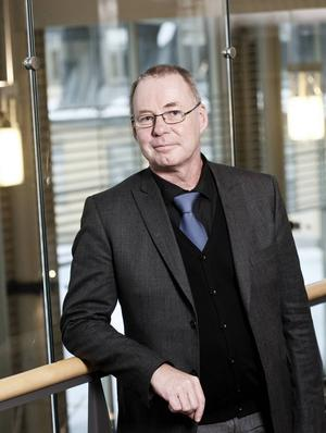 Anders Söderholm, 52 år, rektor på Mittuniversitetet:   – Kan du lova att det byggs ett resecentrum på Sundsvalls västra station?