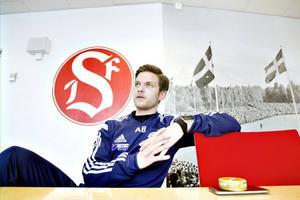 Anders Boman, 28 år, är den som ska lotsa Sandvikens IF mot den serieseger i division 2 Norrland som omgivningen närmast kräver. Men det är inte så enkelt som det kan verka.
