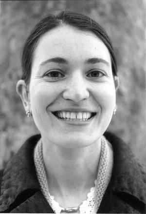 """DEPPIG. I Nicole Krauss """"Det stora huset"""" är ett stort skrivbord romanens röda tråd. Vår kritiker vill skriva ut Prozac till Krauss uppföljare till """"Kärlekens historia""""."""