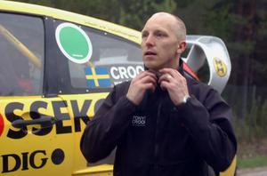 Det blev en bucklig premiär för Tony Croon i Arvika.