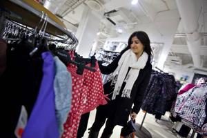 Har väntat länge. För Amina Hamad var starten på mellandagsrean rena lyckan. Att ha väntat i flera veckor kunde hon äntligen köpa de kläder hon tidigare tyckt varit för dyra.
