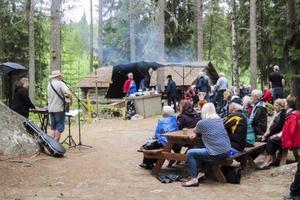 Musikunderhållning, kolbullar och en hängiven publik. Foto: Harry Högberg.