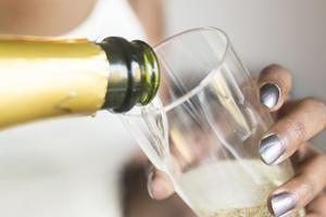 Den ökade alkoholkonsumtionen bidrar till negativa konsekvenser, skriver IOGT-NTO, i sitt debattinlägg. Foto: Isabell Höjman/TT