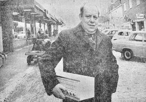 Ernst Wallin grundade ett helt radio- och tv-imperium. Allt började med elva kvadrat i Nässjö. 1971 fyllde han själv 50 år.