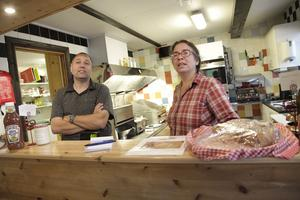 Svenska rätter på menyn är det vanligaste hos José och Lucien Mussies på Linsellbaren, men de serverar även en holländsk specialitet, kroketter.