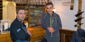Hogr Kader (vänster) tar över Norrlandskällaren efter Majid Varche (höger) som ägt restaurangen i över 25 år.