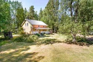 Avstyckad villa på Klippudden med tillgång till egen strand. Foto: Kristofer Skog, husfoto,