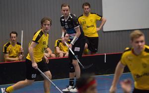 Alexander Jaska (till vänster) har gjort 22 poäng på sju matcher i division 2.