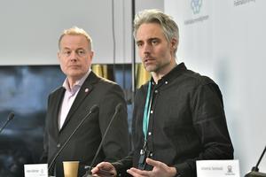 Morgan Olofsson, kommunikationsdirektör på Myndigheten för samhällsskydd och beredskap (MSB) och Anders Wallensten, biträdande statsepidemiolog. Foto: Jonas Ekströmer / TT