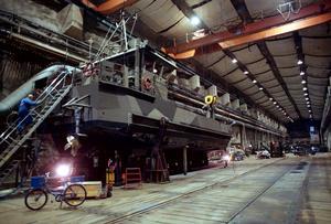 I Musköbasens bergsanläggningar underhålls marinens fartyg. Bilden är från 1999. I dag råder strängt fotoförbud på basen. Foto: Lennart Nygren/TT