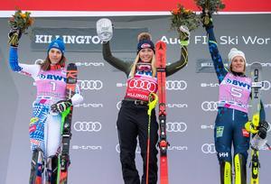 Podie i Killington med fr.v: Petra Vlhova, Mikaela Shiffrin och Anna Swenn Larsson. Foto  Sportbild