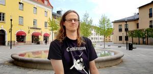Jörgen Krüsell ger ut sin andra bok och hoppas att det kommer att vara lättare att marknadsföra den.