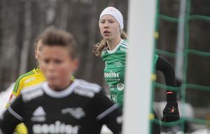 Tuva Sällvin stod stark under första halvlek i Team Hudiks mål – efter paus blev det jobbigare.