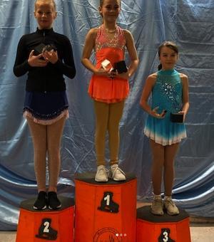 Thea Edman tog en fin bronsplats i debuten Minior-B i Uppsala.