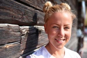 Lina Karlsson driver No Connection i Falun som arrangerar och skräddarsyr mobilfria äventyrsresor, ungdomsläger och retreats.