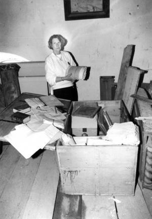 1991 fick Birgit Carlsson, som arbetat som kyrkoskrivare sedan 1961, vara med och öppna en kista som stått på vinden i Bergs kyrka sedan slutet på 1800-talet. Kistan hade aldrig öppnats eftersom nycklarna till de tre olika låsmekanismer var försvunna.Men med borrmaskin och svetsaggregat forcerades till slut
