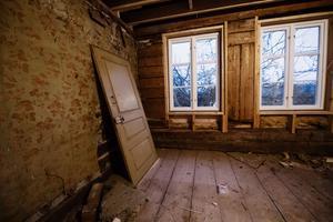 Övervåningen har aldrig tidigare varit bebodd. Det här rummet planeras att bli Emmeli och Martins sovrum.