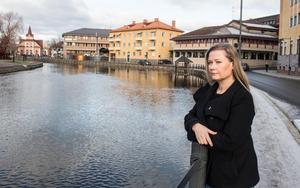 Stockholm tingsrätt fann inte att en kort beröring på låret hade en typisk sexuell prägel. Camilla Anderson Sparring är mycket kritisk mot den slutsatsen.