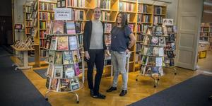 Gabriella Friberg Westin och Malin Edlund från Tärnsjö bibliotek.