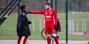 Rigest Hysko, har en ny trupp att arbeta med inför säsongen 2019. Nu har Sala FF börjat träningsspela.
