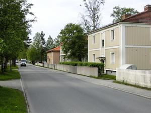 Hus på Kyrkgatan 4 och 6 samt 8 ingår i rivningsplanerna för att ge plats åt första etappen av sjukhusets utbyggnad. I dag har Landstingsbostäder lägenheter där.
