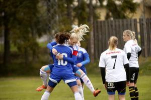 Säsongen 2015 spelade Pernilla Andersson i Rimbo IF och gjorde fyra mål på 15 matcher.