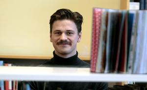 Brobergs mittfältare Fritiof  Hagberg jobbar på Vågbroskolan som bibliotekarie och vikarie.
