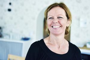 Carola Carlsson berättar att hon nu cyklar till jobbet med ett leende på morgonen.