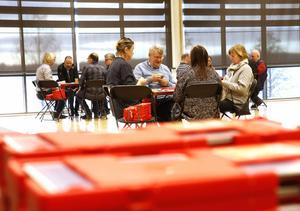 Trettondagsträffen arrangerades traditionsenligt av Lindesbergs BS i Lindesbergs arena på trettondagen. Det blev hemmaseger genom Sten Nilsson och Tommy Jansson (den äldre). Den här översiktsbilden togs i början av tävlingen.
