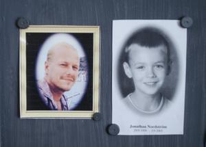 Kerstin Högbergs son Jörgen finns med i minnestavlan, liksom Birgitta Nordströms son Jonathan.