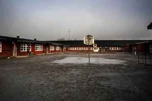 Det finns både behov och möjlighet att vid Park-Grind-området i centrala Norrtälje bygga en ny skola. Läget är utmärkt, den befintliga skolan i uselt skick och behoven uppenbara, skriver Ulrika Falk och Margareta Lundgren.