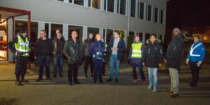 Kommunalråd, representanter från BRÅ, kommunpolis, ungdomscoacher och personal från barn-och utbildning i Köpings kommun plus allmänhet tittade sig omkring på skolgård och i centrala Kolsva. Någon trasig lykta fann gruppen, i övrigt var det lugnt.