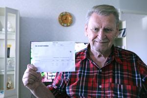 Christer Frödin vill välja själv vilken mat han ska äta och tycker att kommunen tvingar honom att äta deras matlådor genom att öka hans hemtjänstavgift.