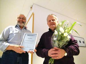 Kämpedals Bert-Owe Nilsson, administratör och Gösta Forseth, redovisningskonsult fick ta emot priset.