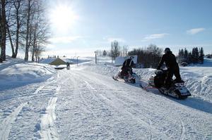 Karolinergården med omnejd är ett populärt område för norska ungdomar som kommer för att umgås och köra skoter.