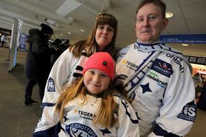 Ammi, Engla och Jan Karlsson är trogna gäster på Leksands hemmamatcher.