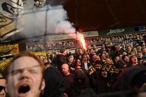 Cirka 4000 AIK-supportrar väntas till Örebro och Behrn arena. Arkivbild: Pavel Koubek/TT