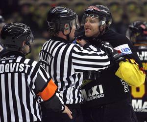 Den 3 januari 2007 vinner VIK mot Växjö med 2-0 i Rocklundahallen och