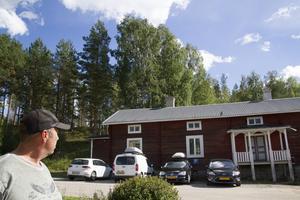 50 meter bakom det röda trähuset stod lågorna när Marco Hassoldt återvände till Ängra under evakueringsperioden.