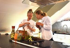 Cecilia Wennström och Clara Häggqvist har en hektisk tid framför sig, men de är inte oroliga.