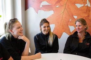 Sandra Kanabro, Linn Bovin och Mia Andersson arbetar i mansdominerade yrken. Det är okej, vi trivs jättebra och känner att vi är uppskattade på vårt arbete, säger de.